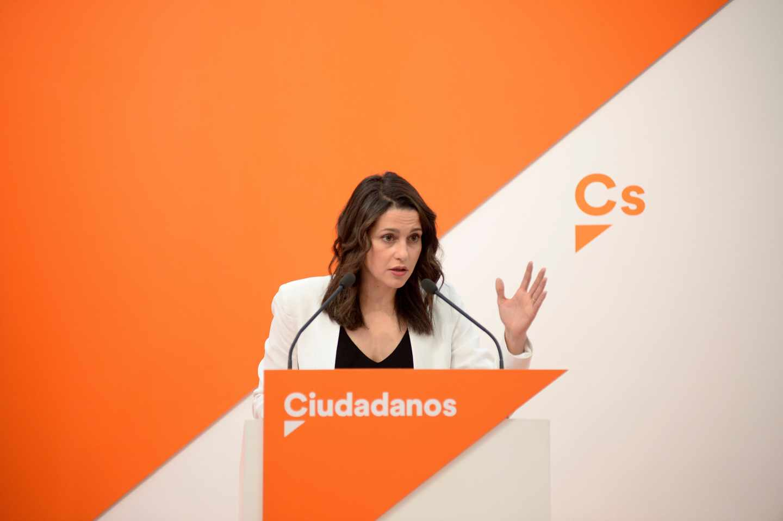 La portavoz de Ciudadanos, Inés Arrimadas, en rueda de prensa en la sede nacional.