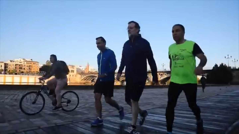 Rajoy paseando por Sevilla.