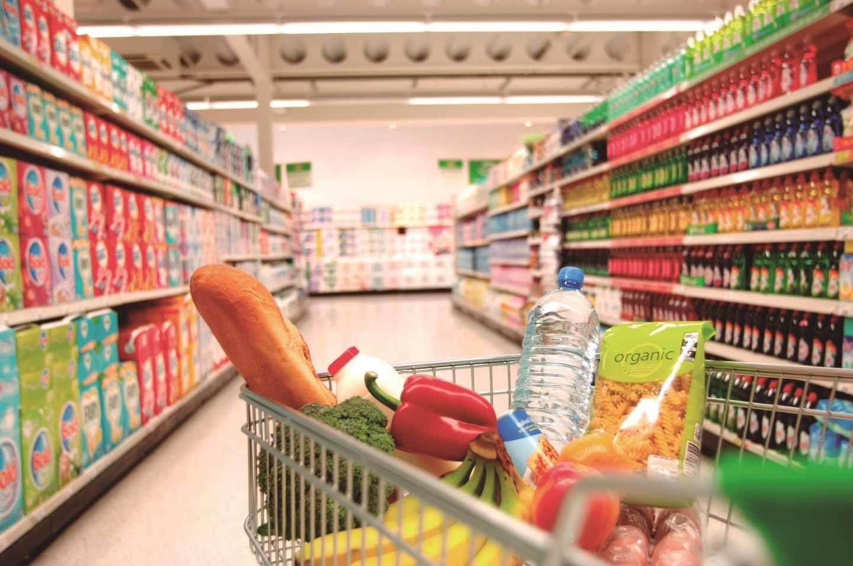 Los gigantes de los supermercados unen fuerzas para hacer frente a la amenaza de Amazon.