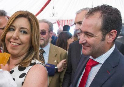 La presidenta de la Junta de Andalucía, Susana Díaz, acompañada de su marido, José María Moriche.