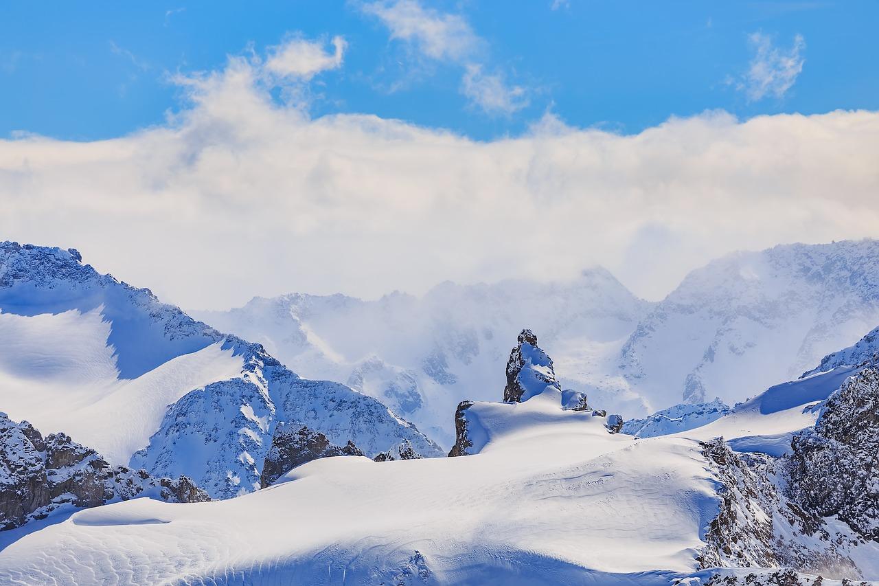 Al menos tres esquiadores españoles han muerto y dos han resultado heridos de carácter leve por una avalancha ocurrida en el cantón suizo de Valais