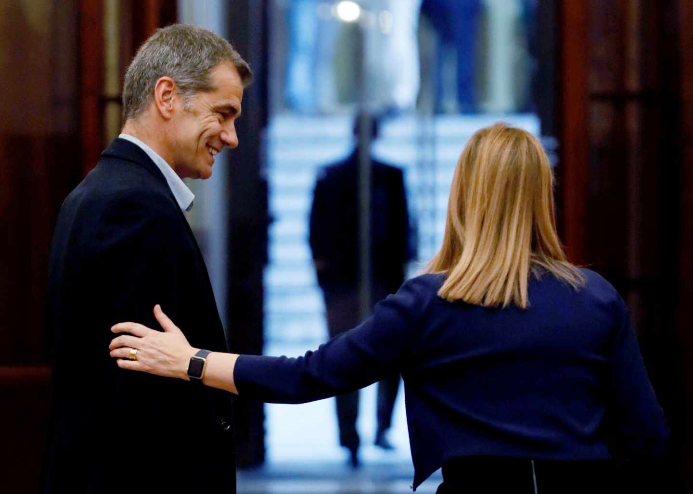 El diputado de Ciudadanos Toni Cantó, junto a la presidenta del Congreso, Ana Pastor.