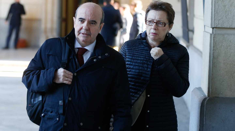 Los ex consejeros Gaspar Zarrías y Carmen Martín Aguayo, llegando a la Audiencia de Sevilla para el juicio de los ERE.