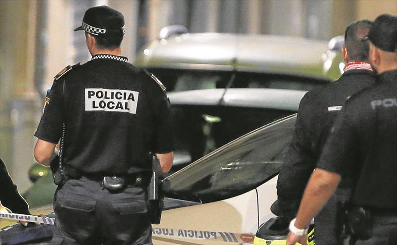 Agentes de la Policía Local de Alicante. El PP cuela la jubilación de los policías locales en los Presupuestos antes de que se manifiesten