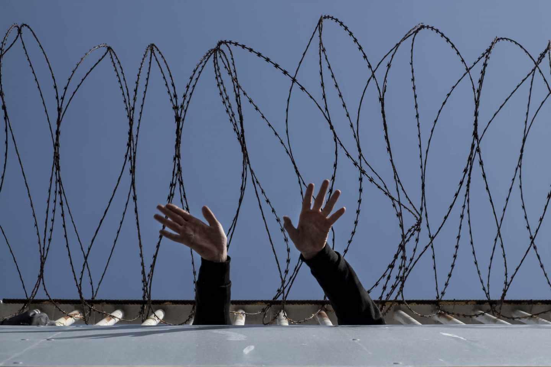 Menores inmigrantes solos: la mano que nadie sostiene