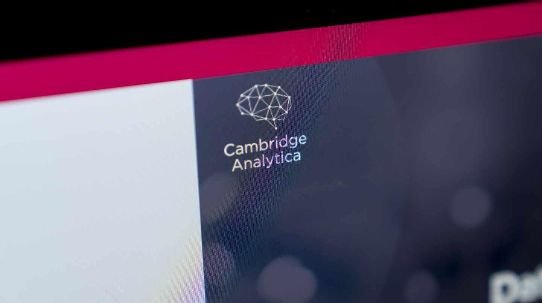 Cambridge Analytica echa el cierre tras el escándalo de los datos de Facebook.