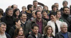 Dirigentes de la izquierda abertzale y ex presos de ETA durante un acto celebrado en San Sebastián tras la disolución de la banda terrorista.