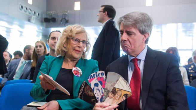 El presidente en funciones de Madrid, Ángel Garrido, junto a la alcaldesa Manuela Carmena.