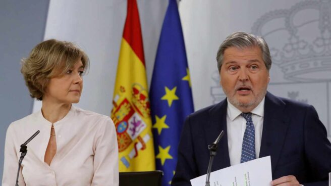Méndez de Vigo junto a García Tejerina en la rueda de prensa posterior al Consejo de Ministrros