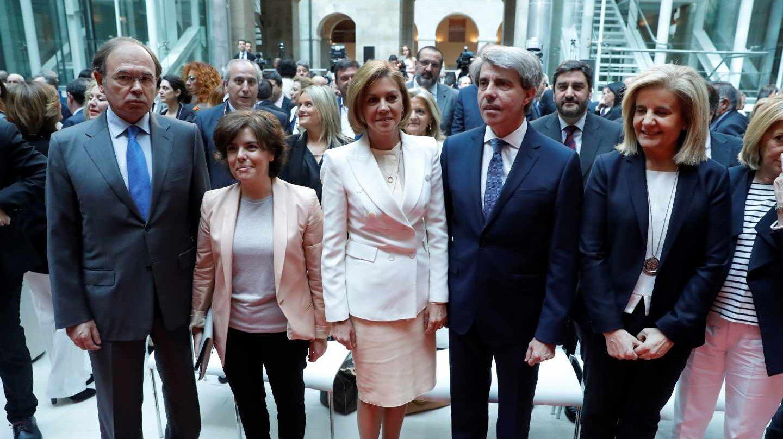 Toma de posesión de Ángel Garrido, junto a Pío García Escudero, Sáenz de Santamaría, Cospedal y Báñez.