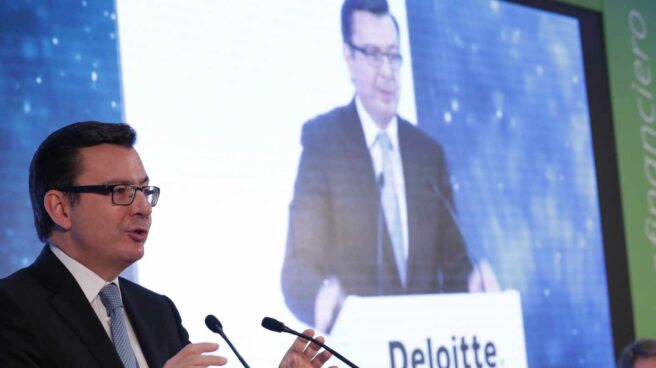 El ministro de Economía, Román Escolano, durante su intervención en la inauguración hoy del 25 Encuentro del Sector Financiero organizado por Deloitte, ABC y Sociedad de Tasación.
