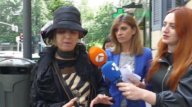 Rosalía Iglesias, esposa del ex tesorero del PP Luis Bárcenas sale de su domicilio.