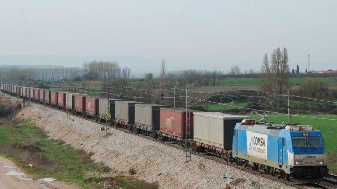 Un tren de mercancías de Comsa Rail.