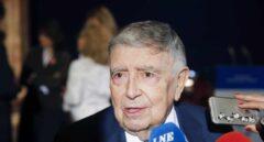 Mejora el estado de salud de Luis María Ansón, hospitalizado por Covid-19