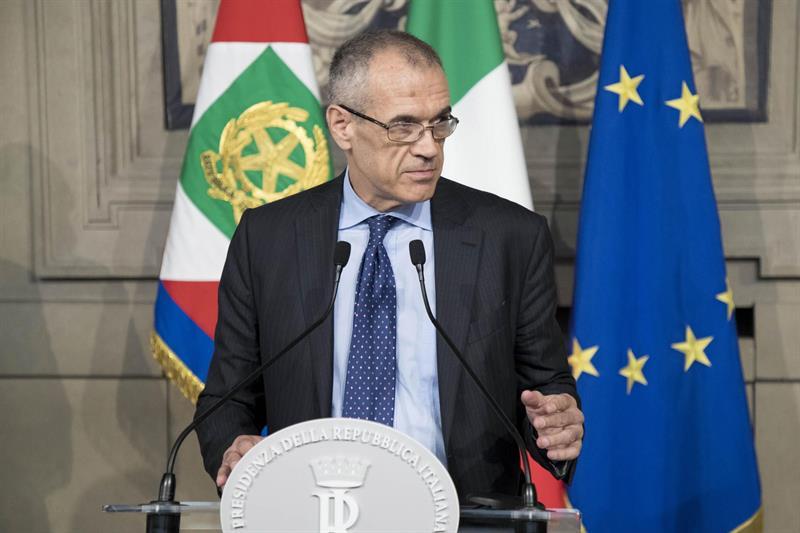Carlo Cottarelli encabezará el gobierno en Italia hasta las próximas elecciones.