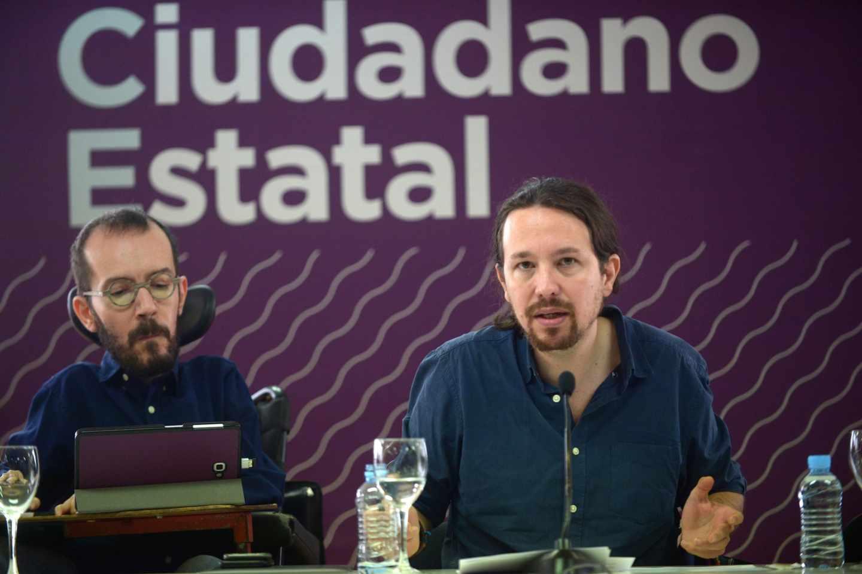 Pablo Echenique y Pablo Iglesias, en un acto de Podemos.