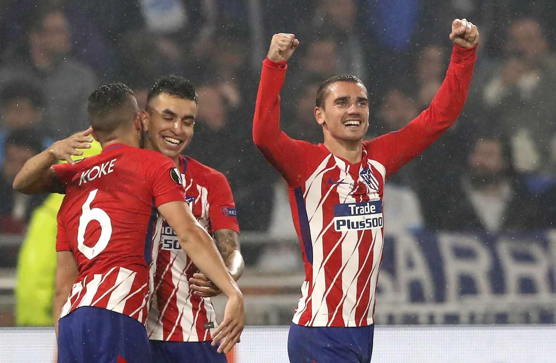 Antoine Griezmann (d) de Atlético celebra el 2-0 hoy, miércoles 16 de mayo de 2018, durante la final de la Liga Europa entre Olympique Marsella y Atlético Madrid en Lyon (Francia). EFE