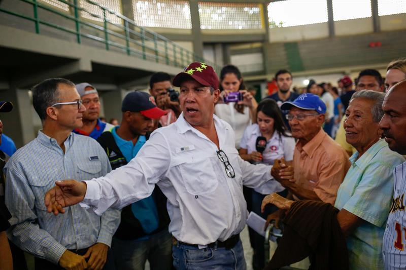El opositor venezolano Henri Falcón vota en Barquisimeto.