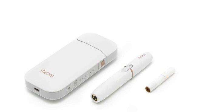 IQOS, el dispositivo de tabaco calentado de Philip Morris International, que es igual de tóxico y adictivo que el tabaco convencional, según los neumólogos.