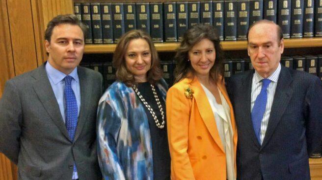 El ex presidente de El Corte Inglés, Dimas Gimeno, con sus primas Cristina y Marta Álvarez, junto al presidente de la Fundación Areces, Florencio Lasaga.