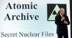El primer ministro israelí, Benjamin Netanyahu, muestra un PowerPoint sobre el progrma nuclear de Irán.