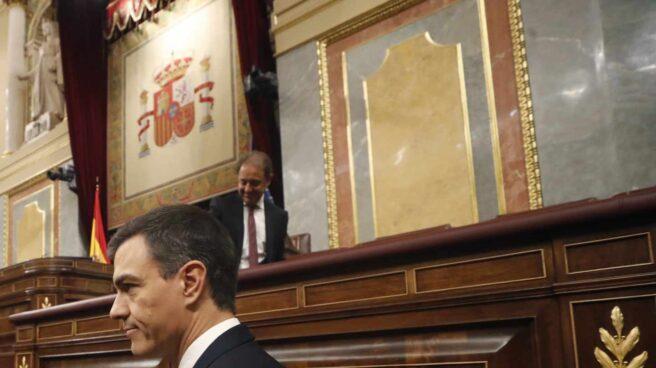 Moción de censura: Pedro Sánchez entra en el hemiciclo.