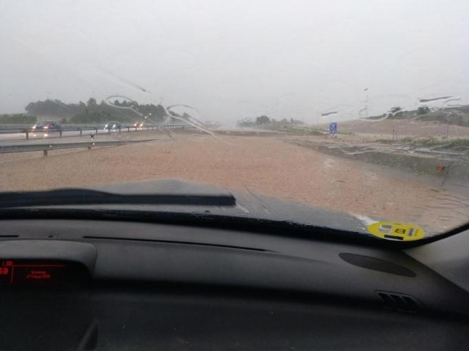 Inundaciones en la A3 por las fuertes lluvias.