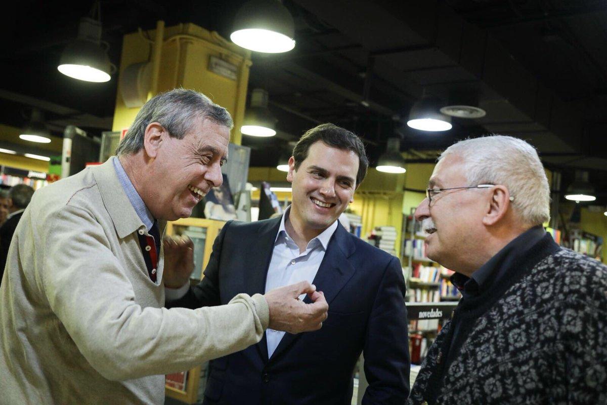 El líder de Ciudadanos, Albert Rivera, junto a Joaquín Leguina y Francisco Sosa Wagner.