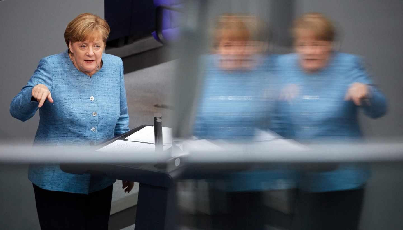 La canciller alemana, Angela Merkel, da un discurso durante un debate en el Bundestag.