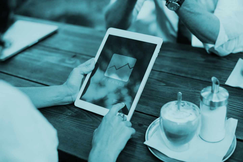 La tecnología está cambiando el modo en que los clientes se relacionan con sus bancos.