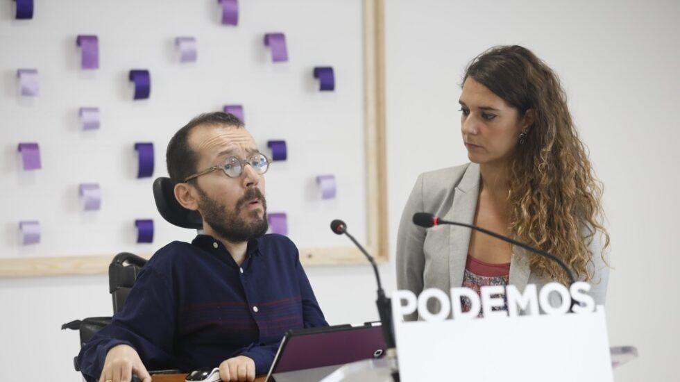 Pablo Echenique y Noelia Vera este lunes en la rueda de prensa tras la ejecutiva de Podemos.