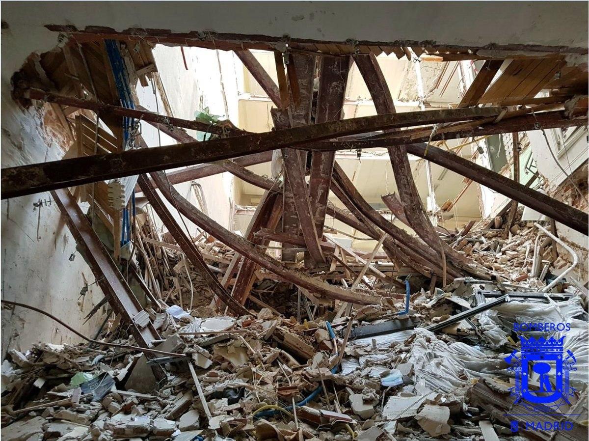 Escombros del edificio derrumbado en la Calle Martínez Campos de Madrid.