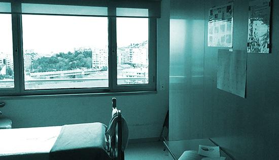 Una habitación vacía en un hospital.