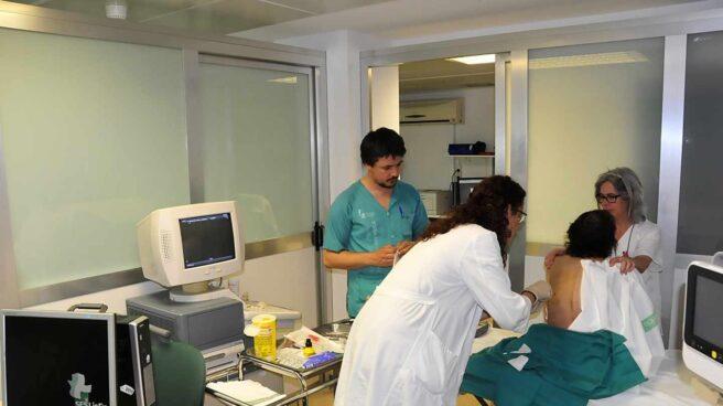 Más de 35.000 pacientes mueren en los hospitales cada año en España por culpa de las bacterias multirresistentes.