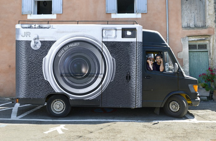 Agnès Varda y JR en el camión fotomatón