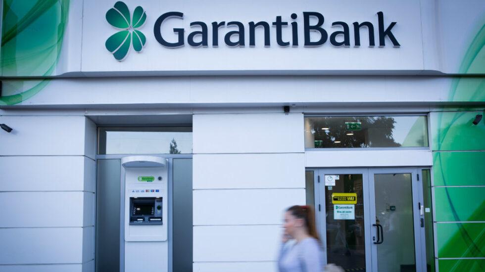 La caída de las divisas emergentes se come 200 millones del beneficio de BBVA y Santander.