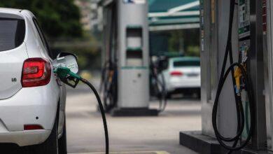 """Las petroleras culpan al Gobierno de la caída de la venta de coches por """"asustar"""" a la gente"""