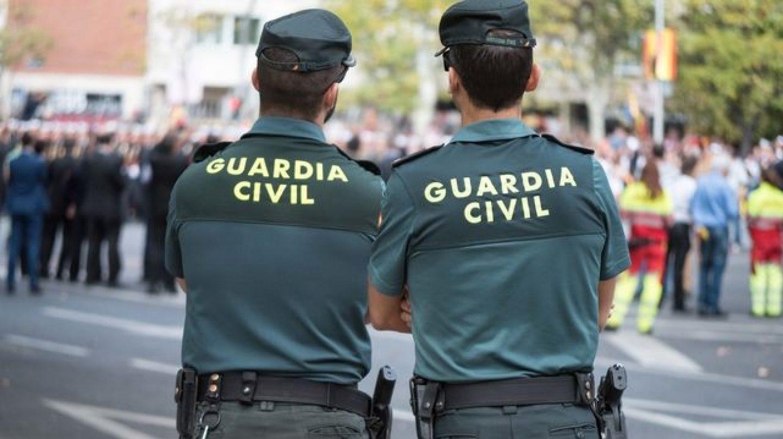 Una pareja de agentes de la Guardia Civil, durante un servicio.