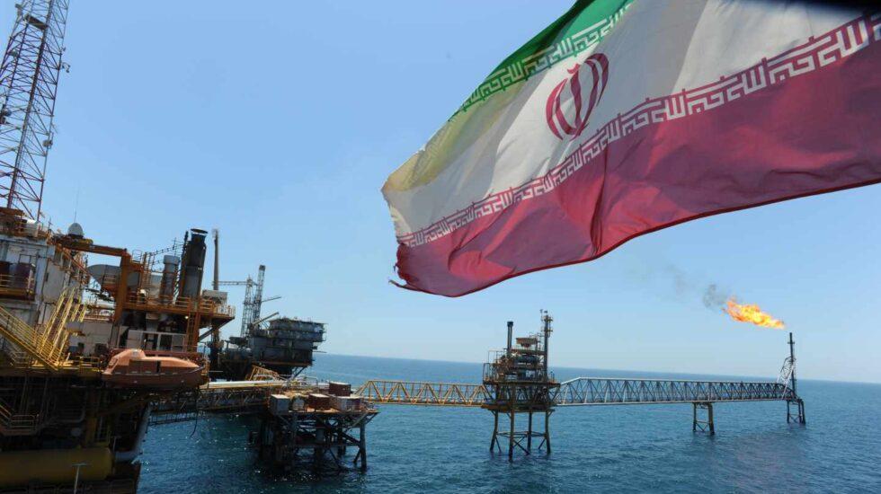 El petróleo acelera a máximos de cuatro años tras la ruptura entre Estados Unidos e Irán.