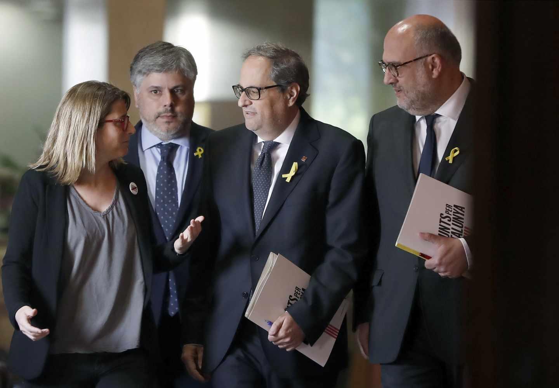 El candidato a presidente de la Generalitat por JxCat, Quim Torra (2d), junto a los líderes de su partido Elsa Artadi (i), Albert Batet (2i) y Eduard Pujol.