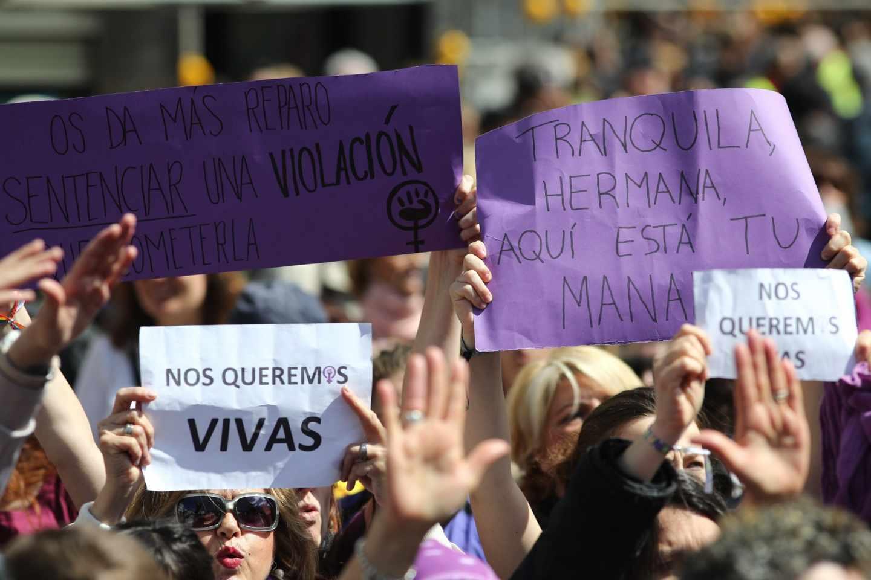 Protestas durante los actos del 2 de mayo en Madrid.