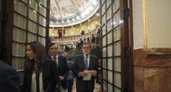 El presidente del Gobierno, Mariano Rajoy, sale del Hemiciclo del Congreso.