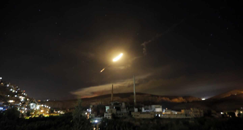 Vista de misiles de defensa aérea sirios hoy, 10 de mayo de 2018, sobre Damasco (Siria).