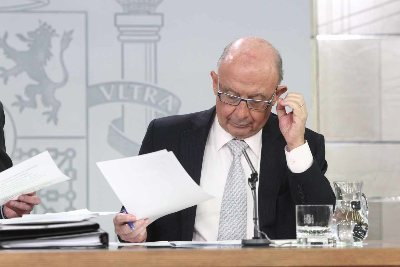 El Ministro de Hacienda, Cristóbal Montoro, en rueda de prensa tras el Consejo de Ministros.
