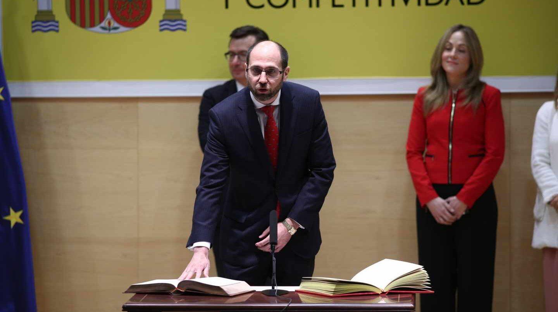 Fernando Navarrete toma posesión como secretario general del Tesoro Público.