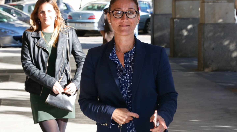 La juez Núñez Bolaños, instructora de la macrocausa de la formación, llegando a los juzgados de Sevilla.