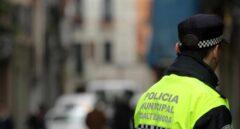 Un policía local de Madrid, de servicio.