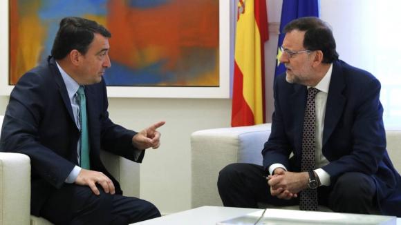 Mariano Rajoy junto al portavoz parlamentario del PNV, Aitor Esteban