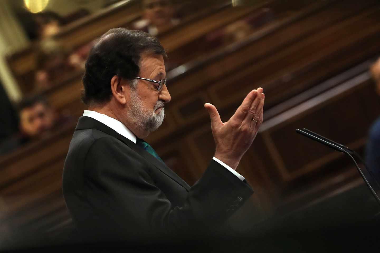 Moción de censura: Mariano Rajoy, en la tribuna del Congreso.