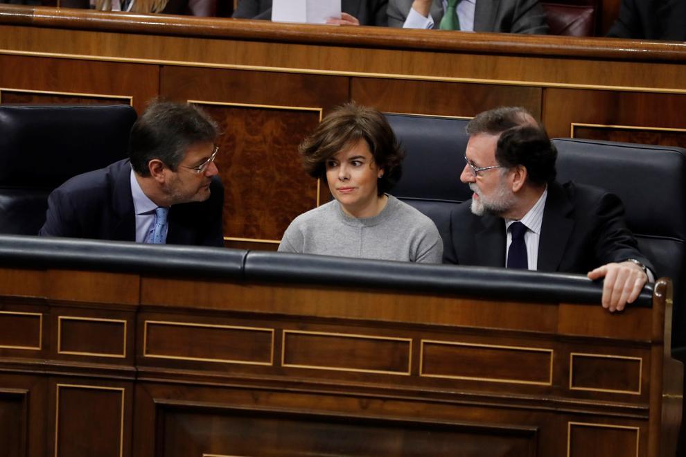Rajoy junto a Sáenz de Santamaría y Catalá en una sesión del Congreso